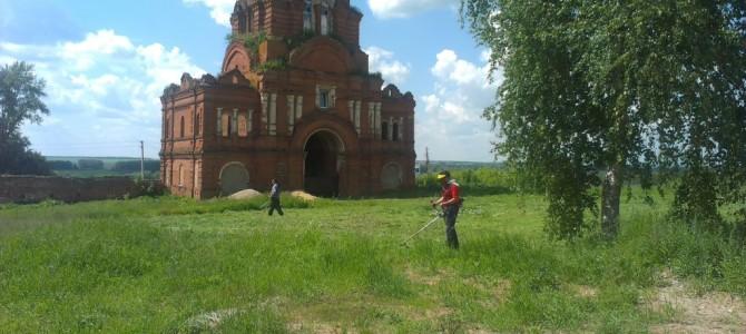 Паломники из г. Кораблино потрудились в монастыре.